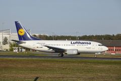 Frankfurt Airport - Boeing 737-500 of Lufthansa takes off Royalty Free Stock Images