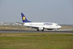 Frankfurt Airport - Boeing 737-500 of Lufthansa takes off Royalty Free Stock Photography