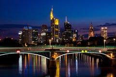 Frankfurt bij Nacht Stock Foto's