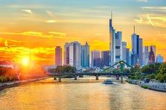 Frankfurt bij zonsondergang Stock Afbeeldingen