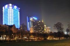 Frankfurt, commerciële 's nachts stad Royalty-vrije Stock Fotografie