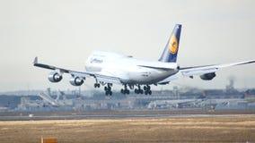 FRANKFURT, DEUTSCHLAND - 28. Februar 2015: Lufthansa Boeing 747 - MSN 26427 - D-ABVN, genannt Dortmund-Landung in Frankfurt Lizenzfreie Stockfotografie