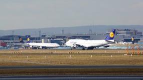 FRANKFURT, DEUTSCHLAND - 28. Februar 2015: Lufthansa Boeing 747 - MSN 28285 - D-ABVR, genannt Köln, das geht, sich an zu entferne Stockfotos