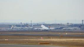 FRANKFURT, DEUTSCHLAND - 28. Februar 2015: Lufthansa Boeing 747 - MSN 28287 - D-ABVT, genannt Rheinland-Pfalz, das geht zu nehmen Lizenzfreie Stockbilder
