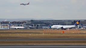 FRANKFURT, DEUTSCHLAND - 28. Februar 2015: Lufthansa Boeing 747 - MSN 28287 - D-ABVT, genannt Rheinland-Pfalz, das geht zu nehmen Stockfotografie