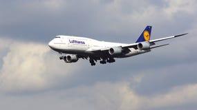 FRANKFURT, DEUTSCHLAND - 28. Februar 2015: Lufthansa Boeing 747 - MSN 37829 - D-ABYD, genannt Mecklenburg-Vorpommernlandung Stockfotos