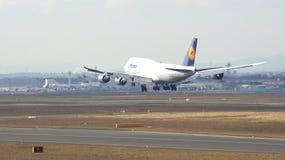FRANKFURT, DEUTSCHLAND - 28. Februar 2015: Lufthansa Boeing 747 - MSN 37829 - D-ABYD, genannt Mecklenburg-Vorpommernlandung Stockbild