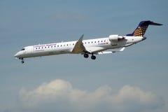 FRANKFURT, DEUTSCHLAND - 9. Juli 2017: Lufthansa CityLine Lufthansa Regional Canadair CRJ-900LR mit Identifizierung D-ACNE Lizenzfreie Stockfotos