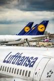 Frankfurt Deutschland 23 02 19 Lufthansa Airbus zweistrahlige Jet-Passagierflugzeugstellung am fraport Flughafenwarteflug lizenzfreie stockbilder