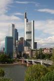 Frankfurt, Duitsland - Bedrijfsdistrict op de rivier Royalty-vrije Stock Afbeeldingen