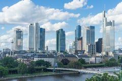 Frankfurt, Duitsland - Juli 15: Een mening van de horizon van bankwezen hoofdfrankfurt-am-main op 25 Juli, 2017 Stock Foto's