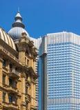 Frankfurt - f.m. - huvudsakliga Tyskland-gamla och nya kontrastbyggnader Arkivfoton