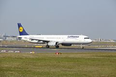Frankfurt-Flughafen - Airbus A321-200 von Lufthansa entfernt sich Stockfotografie
