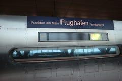 Frankfurt-Flughafen-Bahnstation Stockbild
