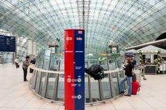 Frankfurt-Flughafen-Bahnstation Stockbilder