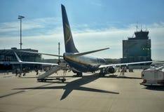 Frankfurt flygplats - flygplananseende på terminal 2 arkivfoto