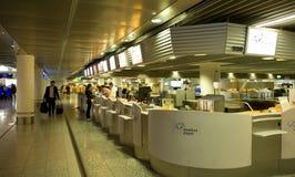 Frankfurt flygplats - incheckning fotografering för bildbyråer