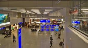 Frankfurt flygplats - inomhus landskap royaltyfria bilder