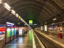Frankfurt Główna stacja w Niemcy przy nocą Obrazy Royalty Free