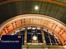 Frankfurt Główna stacja w Niemcy przy nocą Zdjęcia Stock