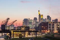 Frankfurt Główny Ostend przy półmrokiem Zdjęcie Royalty Free