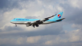 FRANKFURT, GERMANY - FEB 28th, 2015: A Korean Air Boeing 747-4B5ERF - MSN 33946 - HL7601 - freighter - approaching Stock Images