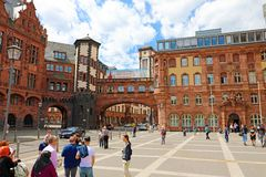 FRANKFURT, GERMANY - JUNE 13, 2019: Paulsplatz with beautiful architecture and Ratskeller with tourists in Frankfurt, Germany stock photos