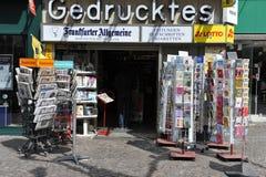 frankfurt germany kiosktidning Fotografering för Bildbyråer