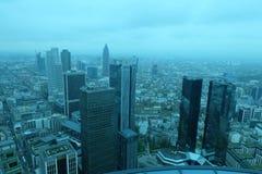 Frankfurt-globale Finanzbezirks-Skyline stockfotos