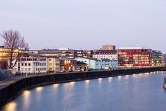 Frankfurt Główny Osthafen przy półmrokiem Fotografia Royalty Free