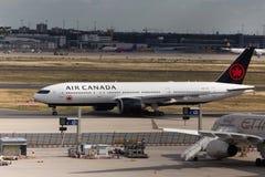 Frankfurt, hesse/Duitsland - 25 06 18: het vliegtuig die van luchtcanada bij de luchthaven Duitsland landen van Frankfurt stock foto