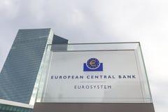 Frankfurt Hesse, Germany,/- 11 10 18: europejskiego banka centralnego budynek podpisuje wewnątrz Frankfurt Germany zdjęcie royalty free