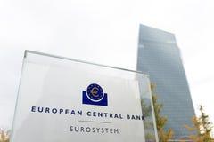 Frankfurt Hesse, Germany,/- 11 10 18: europejskiego banka centralnego budynek podpisuje wewnątrz Frankfurt Germany fotografia royalty free