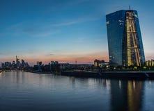 Frankfurt horisont med ECB Arkivfoto