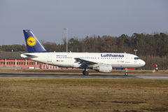 Frankfurt International Airport – Lufthansa Airbus A319-112 takes off Stock Photography