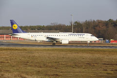 Frankfurt International Airport – Lufthansa CityLine Embraer 190 takes off Stock Photography