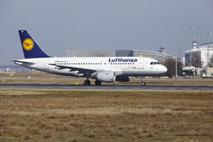 Frankfurt International Airport – Lufthansa Airbus A319 takes off Royalty Free Stock Photos