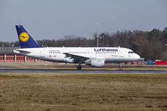 Frankfurt International Airport – Lufthansa Airbus A319 takes off Stock Images
