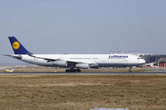 Frankfurt International Airport – Lufthansa Airbus A340 takes off Royalty Free Stock Photos