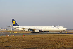 Frankfurt International Airport – Lufthansa Airbus A340 takes off Royalty Free Stock Photography