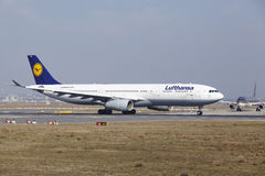 Frankfurt International Airport – Lufthansa Airbus A330 takes off Stock Images