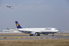 Frankfurt International Airport – Lufthansa Airbus A330 takes off Royalty Free Stock Photos