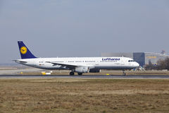 Frankfurt International Airport – Lufthansa Airbus A321 takes off Stock Images