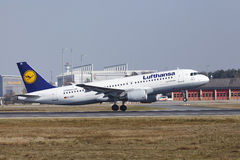 Frankfurt International Airport – Lufthansa Airbus A320 takes off Royalty Free Stock Photography
