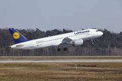 Frankfurt International Airport – Lufthansa Airbus A320 takes off Stock Image