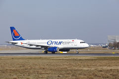 Frankfurt International Airport – Onur Air Airbus A320 takes off Stock Images