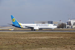 Frankfurt International Airport – Ukraine International Airlines Boeing 737 takes off Stock Image