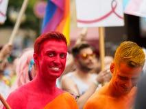 Frankfurt - Juli 15: Det oidentifierade folket firar på Christopher Street Day på Juli 15, 2017 i Frankfurt Arkivfoto