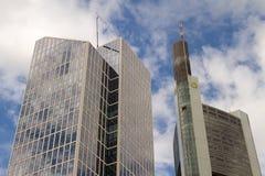 Frankfurt kontorsbyggnader - Commerzbank Arkivbilder