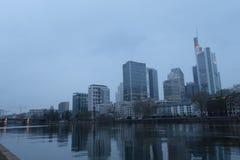 Frankfurt linia horyzontu Globalny Pieni??ny okr?g obraz royalty free